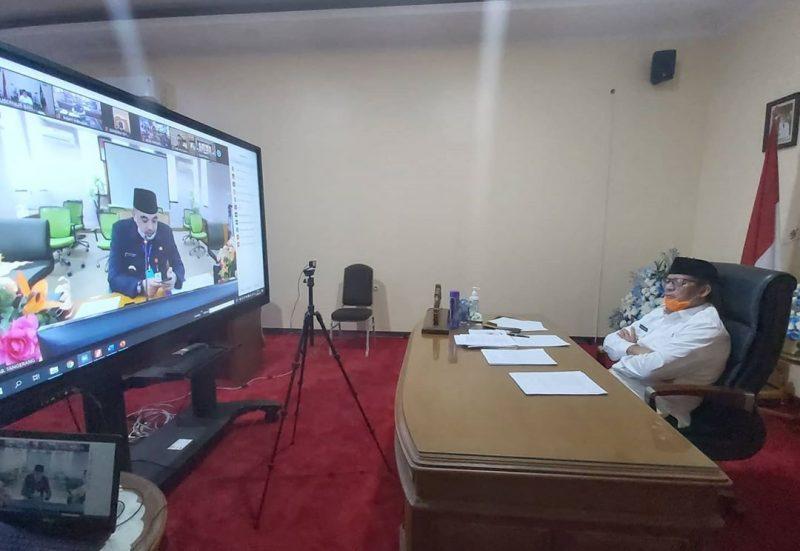 gubernur banten wahidin halim saat melakukan video meeting bersama bupati tangerang Zaki iskandar