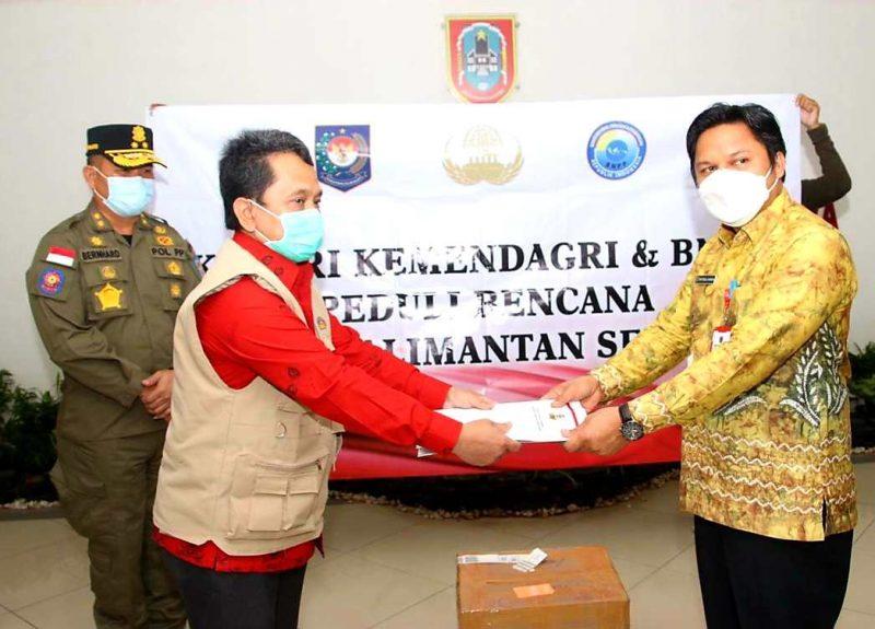Foto: Kemendagri salurkan bantuan untuk korban terdampak banjir di Kalimantan Selatan. (dok. Puspen Kemendagri)