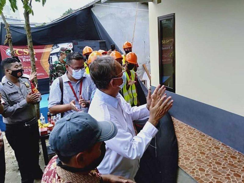 PT Torabika Eka Semesta di kegiatan bedah rumah tak layak huni di kampung pulo Rt 13 Rw 05 Desa Bitung Jaya, Kecamatan Cikupa Tangerang, Jumat (08/01/2021).