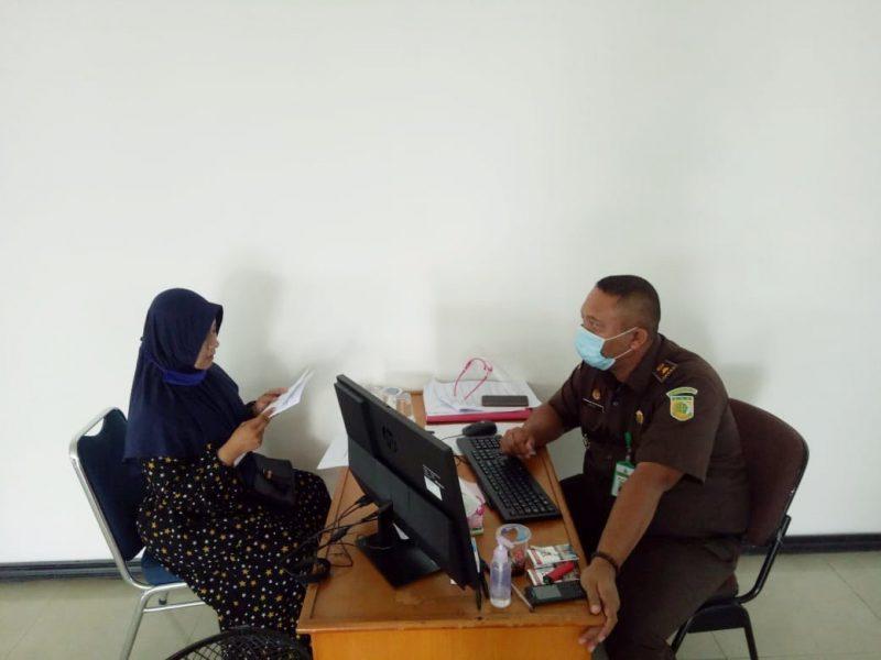 Foto: Penyidik Kejari Kabupaten Tangerang lakukan pemeriksaan saksi terkait dugaan penyelewengan dana PKH di Kecamatan Tigaraksa, Kabupaten Tangerang.
