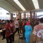 Foto: Ribuan ASN Kota Tangerang ikuti vaksinasi Covid-19 hingga menimbulkan kerumunan. Kamis (25/2/2021).