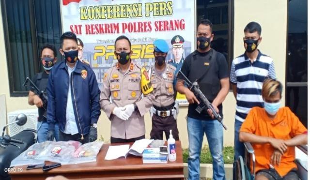 Foto: Kapolres Kabupaten Serang, AKBP Mariyono gelar konferensi pers dalam ungkap kasus pembunuhan dan pemerkosaan, Jumat (12/2/2021).