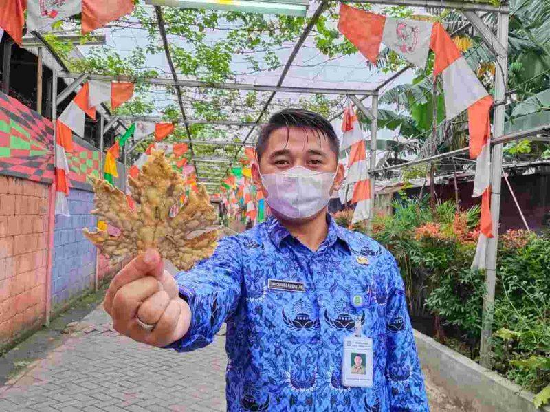 Foto: Ian Chavidz Kepala Kelurahan Nusa Jaya, Kota Tangerang.
