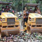 Foto: Pemerintah Kota Tangerang musnahkan ribuan botol miras, Kamis (25/2/2021).