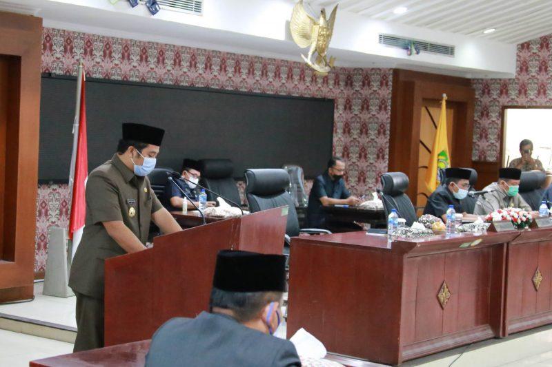 Foto: Wali Kota Tangerang, Arief R Wismansyah menyampaikan pandangannya dalam rapat parpurna DPRD Kota Tangerang.