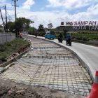 Foto: PUPR Kota Tangerang lakukan perbaikan jalan di Jalan Iskandar Muda, Kedaung Wetan, Kecamatan Neglasari, Kamis (8/4/2021).