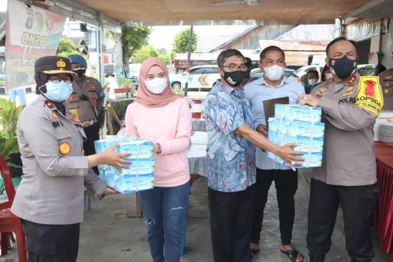 Kapolda Kalteng bersama jajaran bagikan 1000 masker. (dok. Bidhumas)