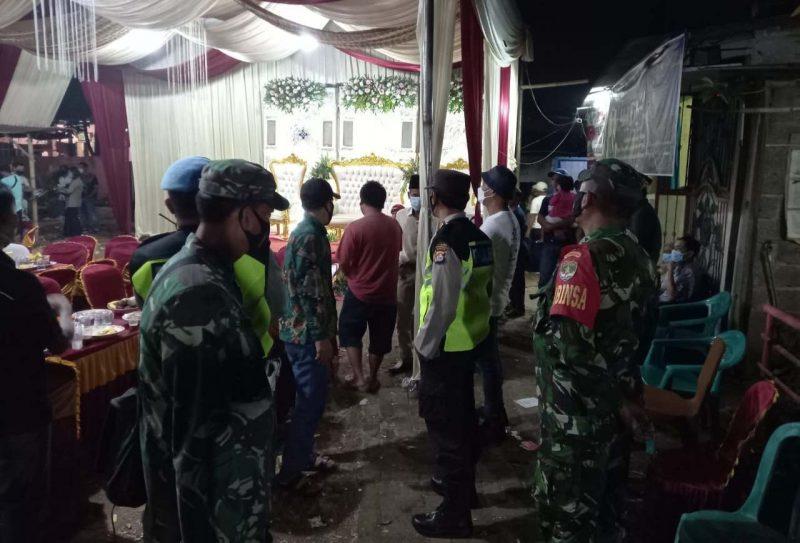 Polsek Rajeg Polresta Tangerang bubarkan kegiatan yang menimbulkan kerumunan. (dok. Bidhumas)