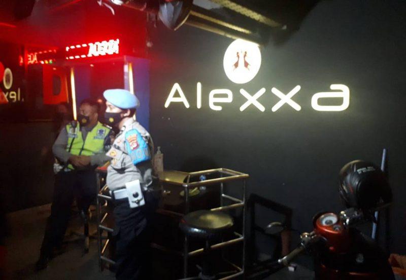 Polisi razia tempat hiburan malam Lucky Star, Alexxa dan Royal Resto. (dok Bidhumas)