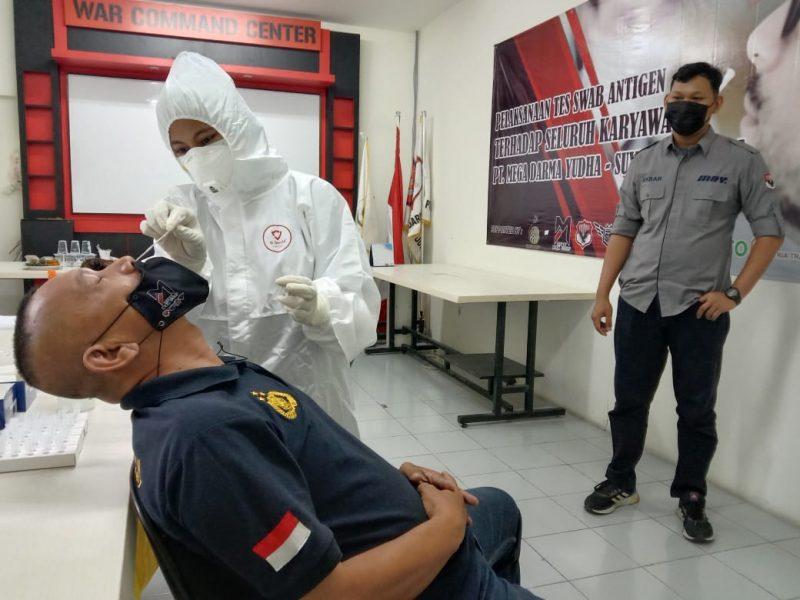 Security PT MDY di tes swab antigen. (dok. infotangerang.co.id)
