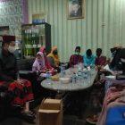Kades Meong Jalankan program 'Sendok Garpu' di tengah pandemi Covid-19, bantu anak yatim bersekolah dan pesantren. (dok. infotangerang.co.id)