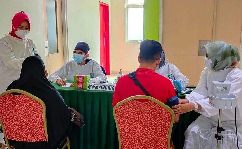 Kegiatan vaksinasi massal yang digelar RS Sari Asih Cipondoh, Kota Tangerang. (dok. RS Sari Asih Cipondoh)