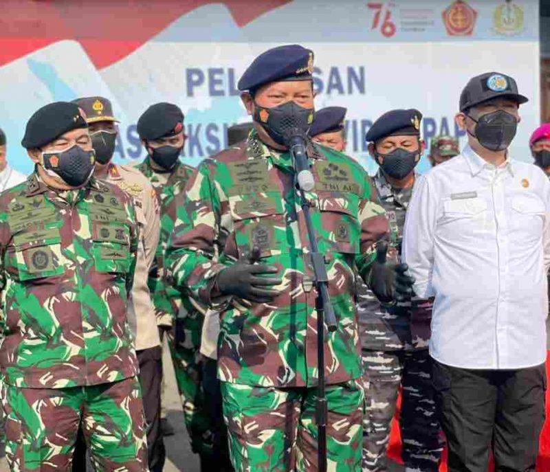 Kepala Staf Angkatan Laut (KSAL) Laksamana TNI Yudo Margono pada upacara pelepasan Satgas Vaksinasi Covid-19 Papua di Bandar Udara Halim Perdanakusuma, Rabu (8/9/2021). (dok. Puspen Kemendagri)