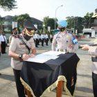 Kapolresta Tangerang KombesWahyu Sri Bintoromemimpin upacara serah terima jabatan Kapolsek Kronjo dan Kapolsek Panongan, Rabu (8/9/2021).