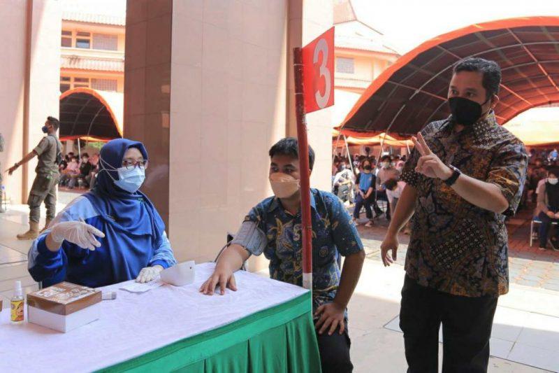Wali Kota Tangerang Arief R Wismansyah tinjau pelaksanaan vaksinasi Covid-19 untuk pelajar di hari kedua, Kamis (2/9/2021).