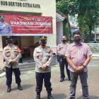 Sinergitas TNI-Polri menggelar vaksinasi massal. (Polsek Panongan/infotangerang.co.id)